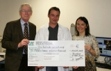 Remise du chèque au Dr Chibon